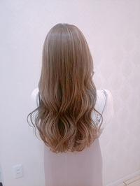 10代20代ハイライトでやわらかシルキーベージュの女っぽヘア